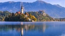 Плитвички езера - Езерото и Средновековния замък Блед - Загреб