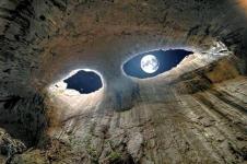 Пещерата Проходна - Очите на Бога, Пещерен дом - Ферма Сините  щрауси - Ловеч - Къкринското ханче